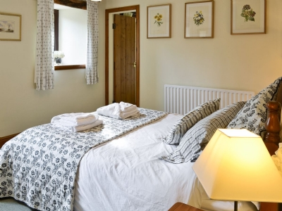 riven oak bedroom discover the lakes